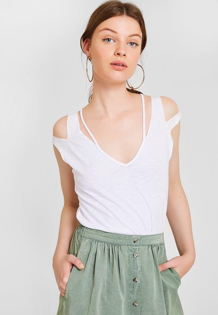 Beyaz Omuz Detaylı Biyeli Tişört