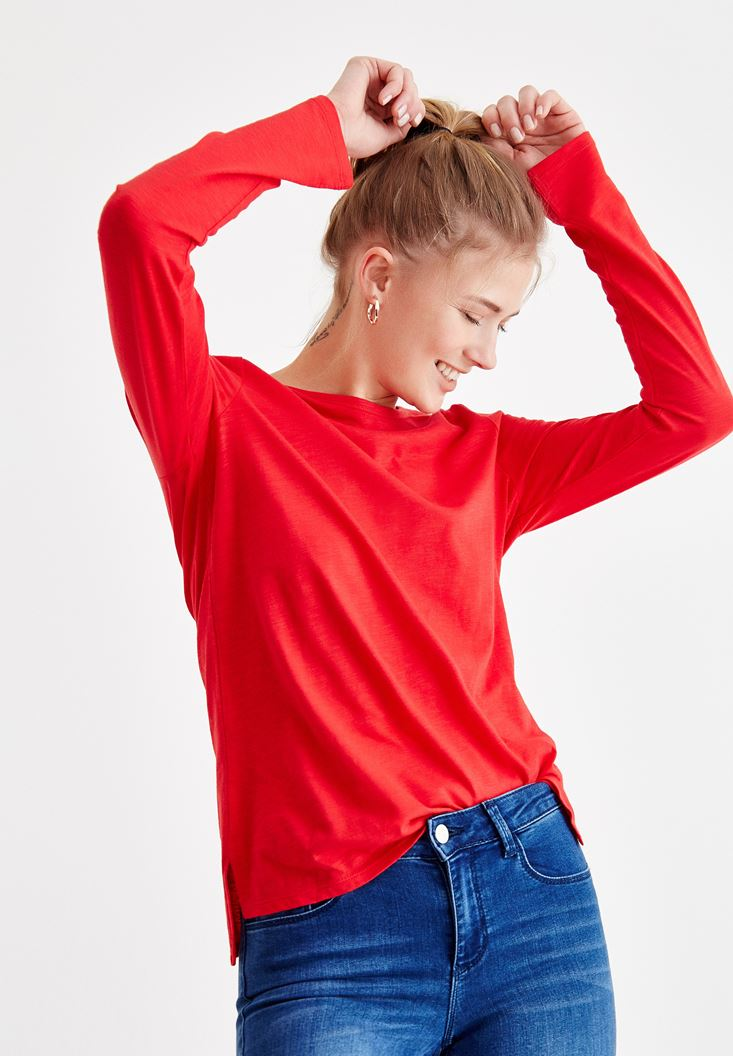Red Basic T-shirt wirh Long Sleeve Details