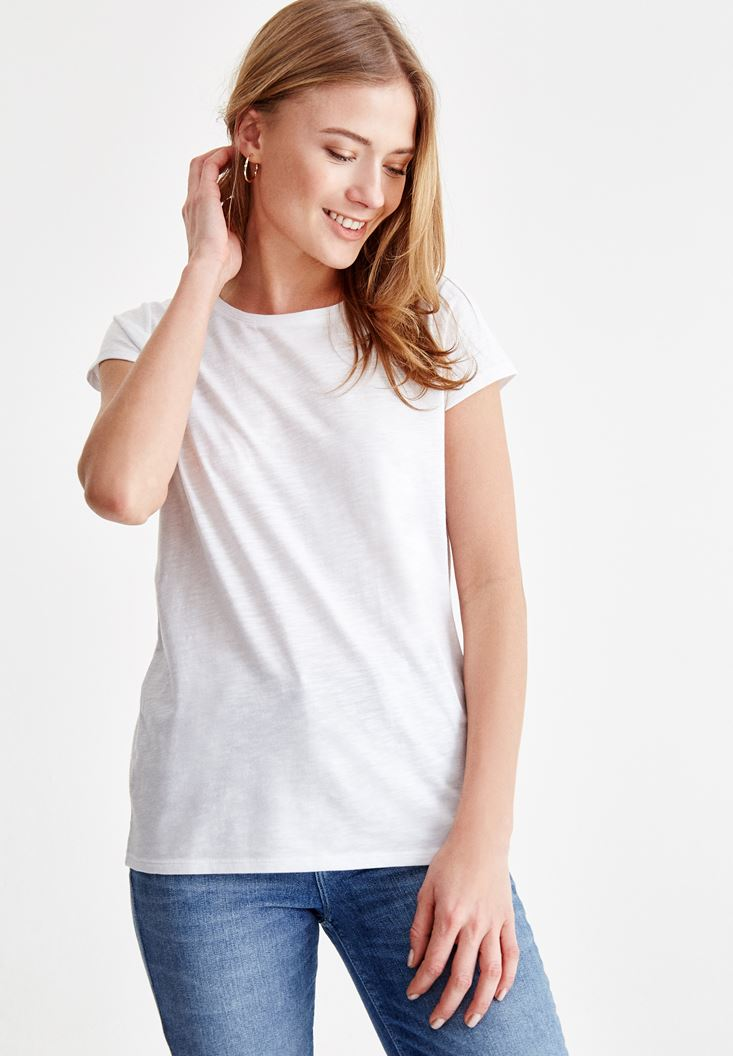 White T-Shirt with U Neck Details