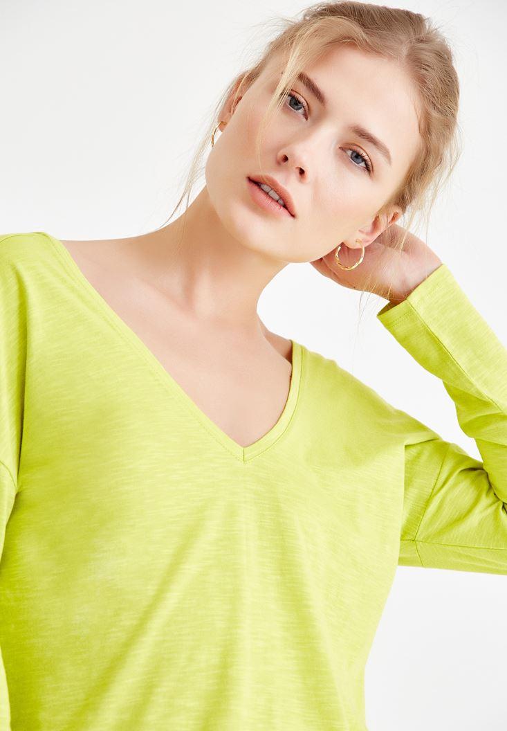 Yeşil Sırt Detaylı V Yaka Tişört