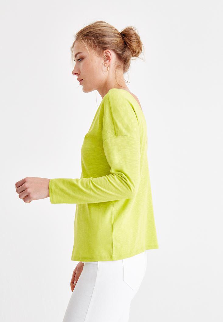 Bayan Yeşil Sırt Detaylı V Yaka Tişört