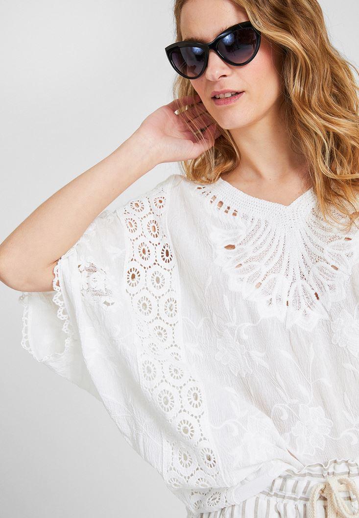 Beyaz V Yaka Dantel Bluz
