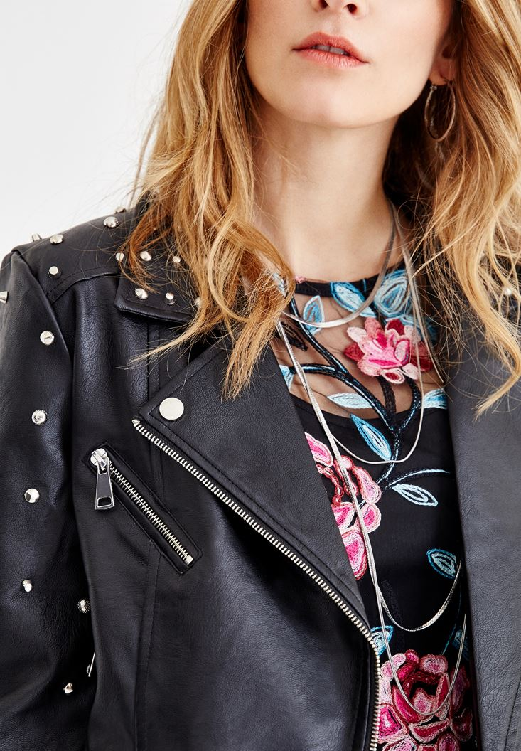 Bayan Siyah Sırt Detaylı Zımbalı Ceket