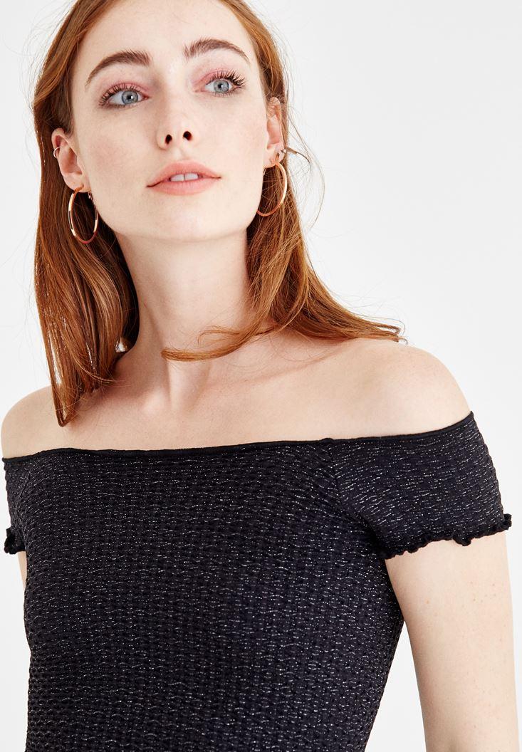 Bayan Siyah Sim Detaylı Düşük Omuzlu Tişört
