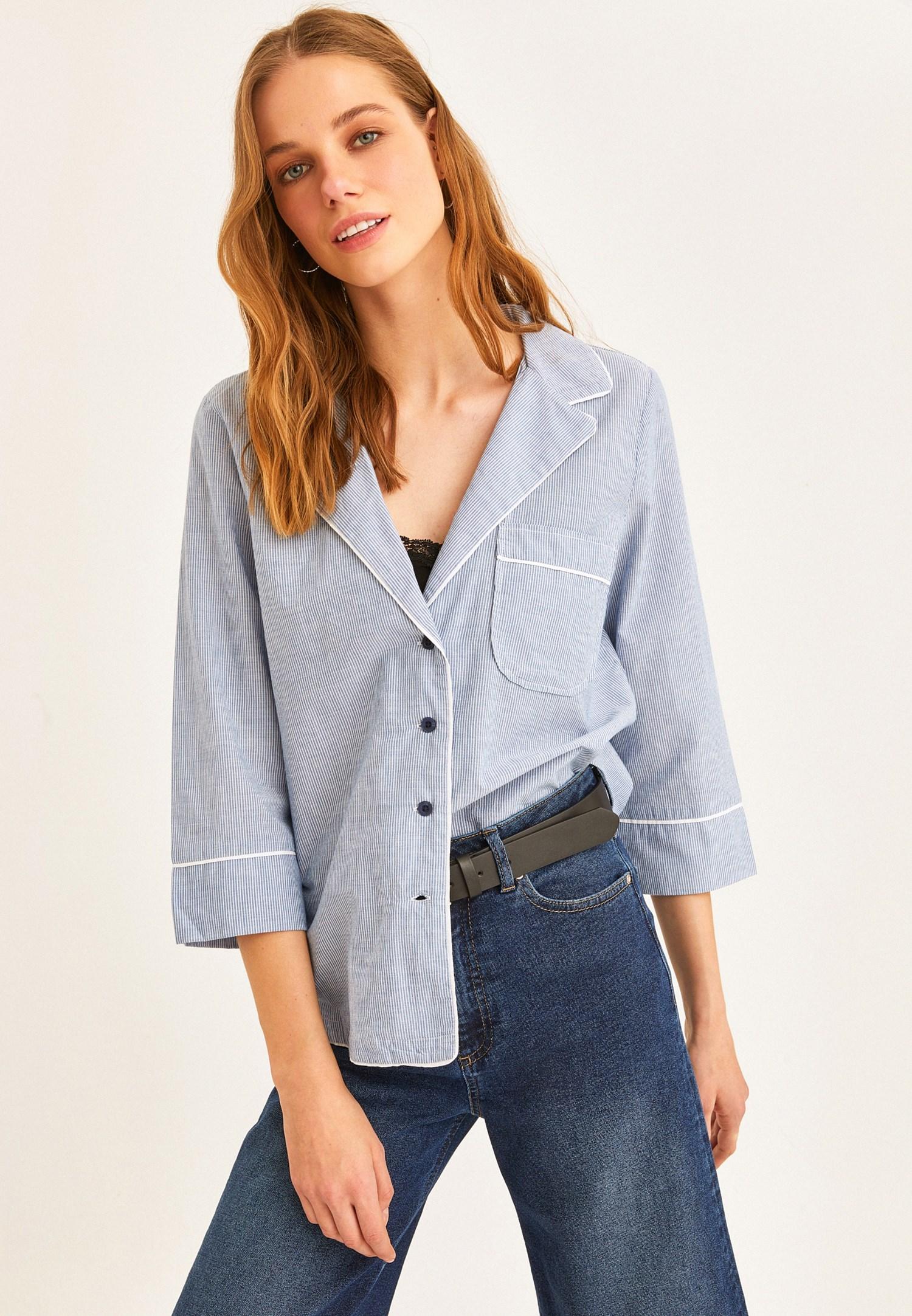 Bayan Mavi Çizgi Desenli Cep Detaylı Gömlek