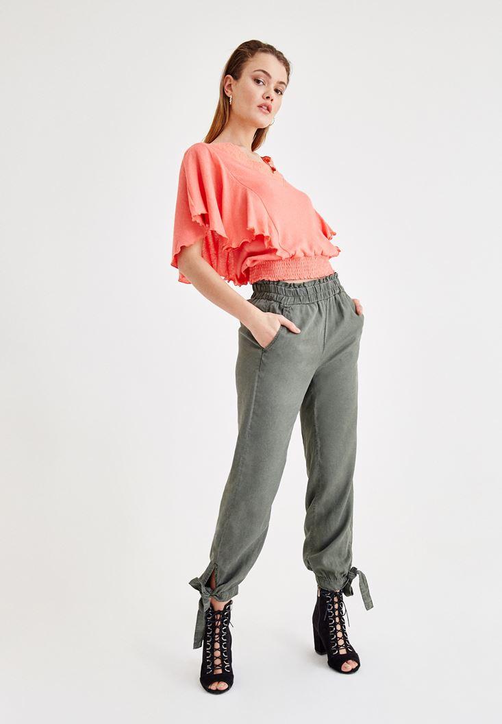 Kol Detaylı Bluz ve Yeşil Pantolon Kombini
