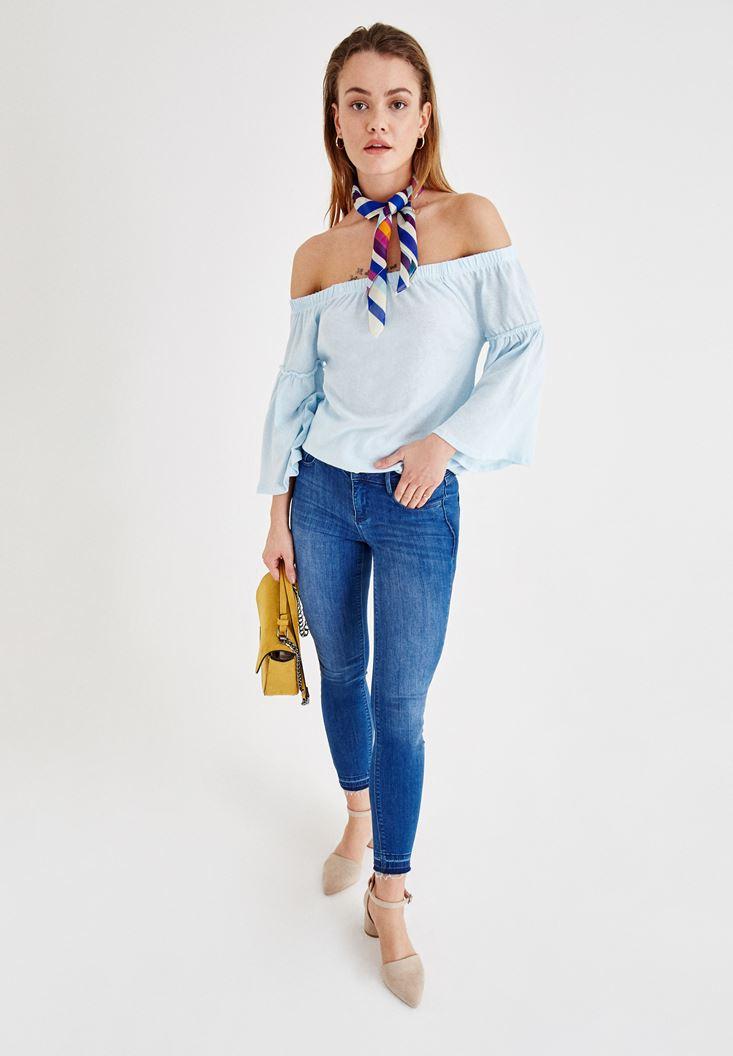 Mavi Düşük Omuzlu Bluz ve Jean Kombini
