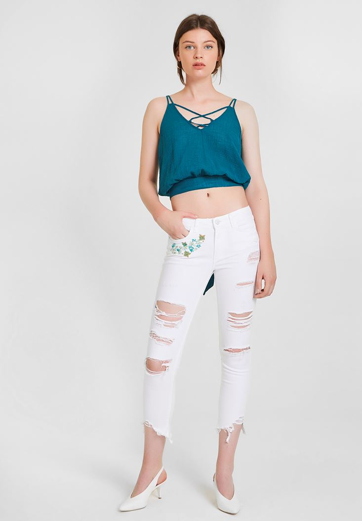 Beyaz Çiçek Nakış Detaylı Dar Paça Pantolon