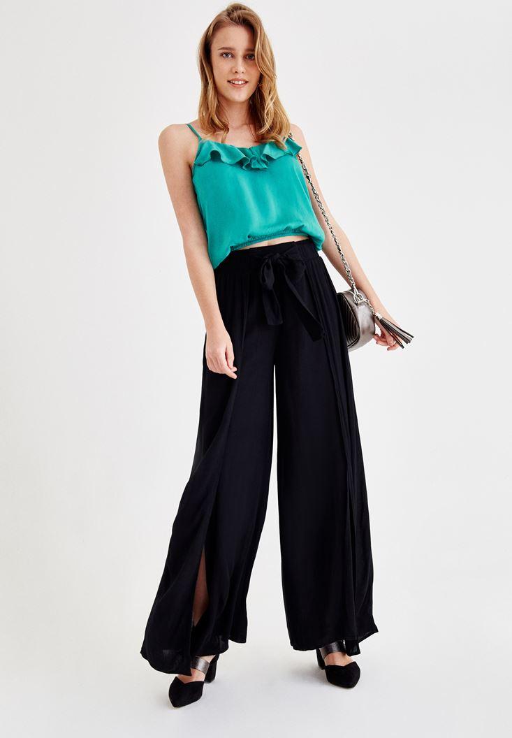 Siyah Pantolon ve Yeşil Bluz Kombini