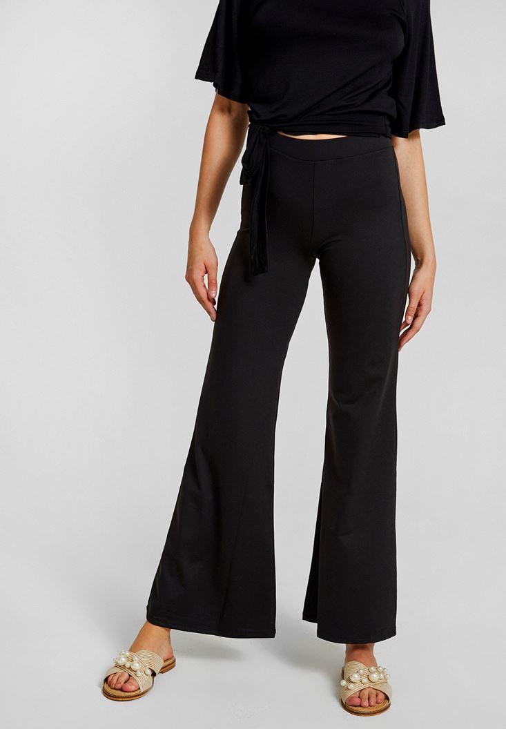 Siyah Paçası Yırtmaç Detaylı Pantolon