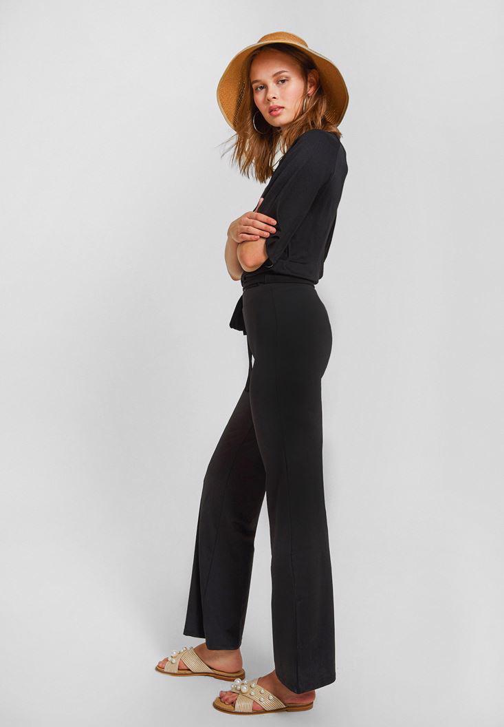 Bayan Siyah Paçası Yırtmaç Detaylı Pantolon