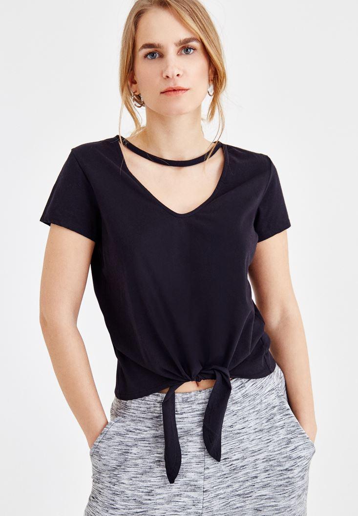 Siyah Önü Bağlama Detaylı V Yaka Tişört
