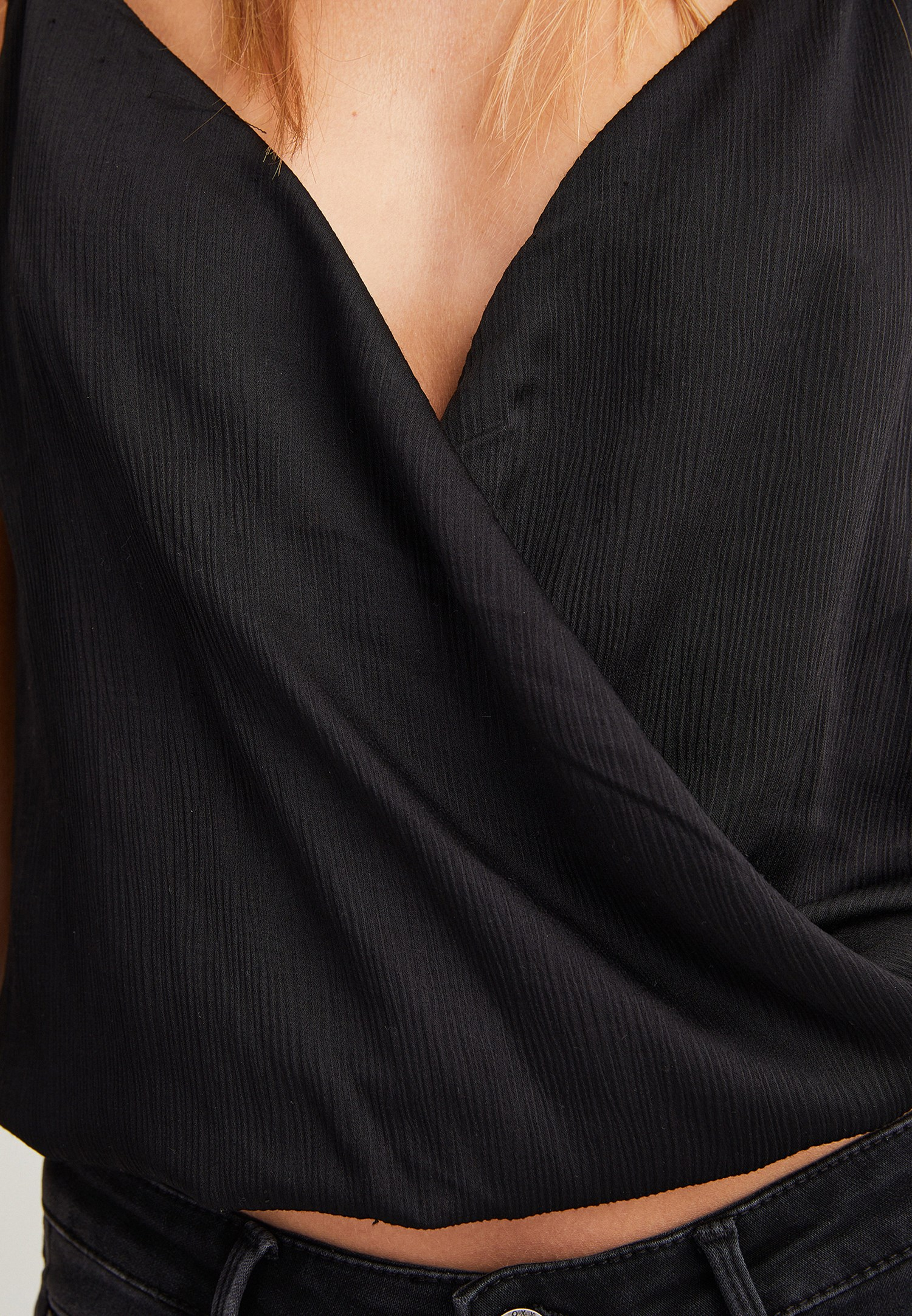 Bayan Siyah Yaka Detaylı Saten Bluz
