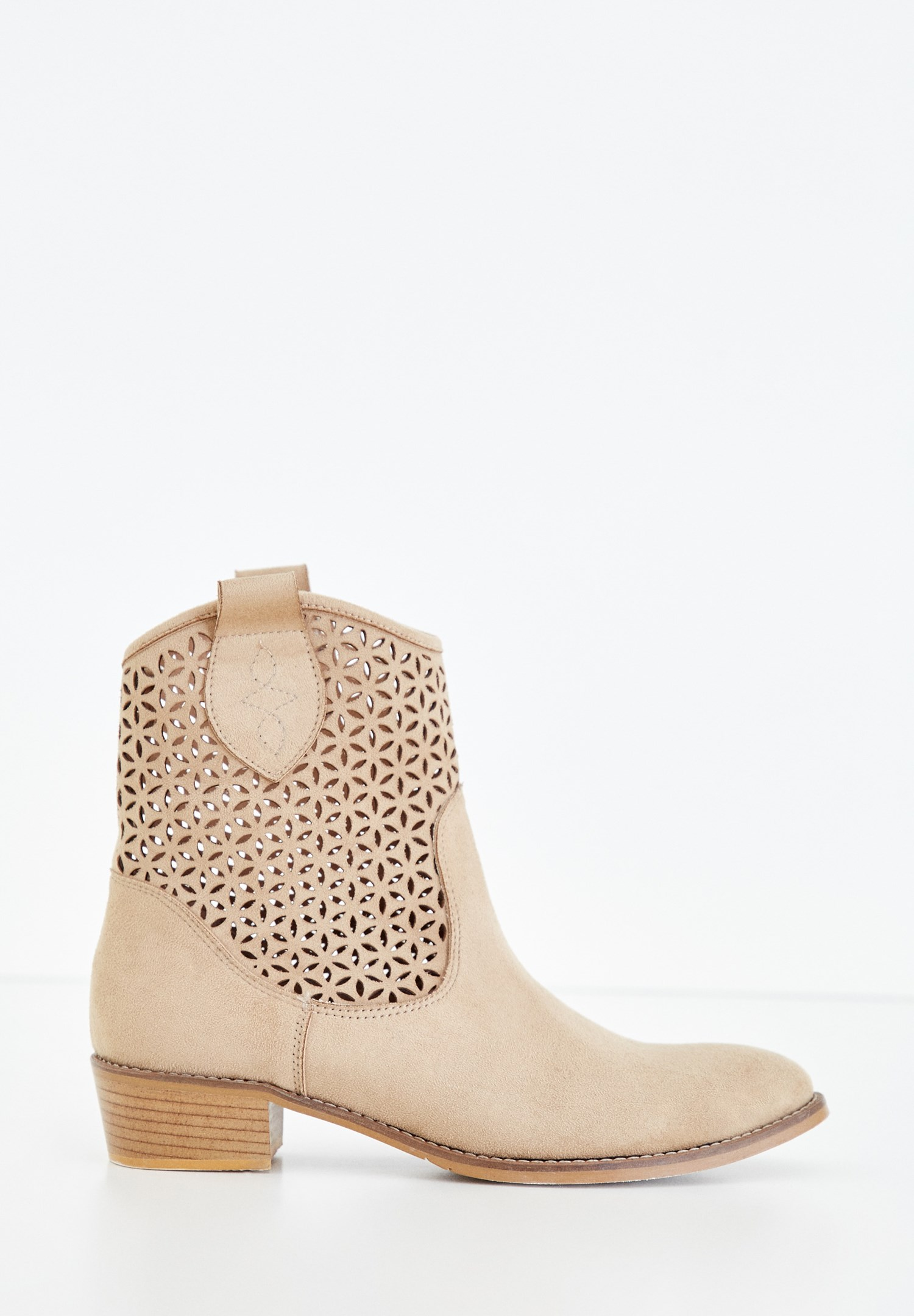 Women Cream Heeled Boot with Details