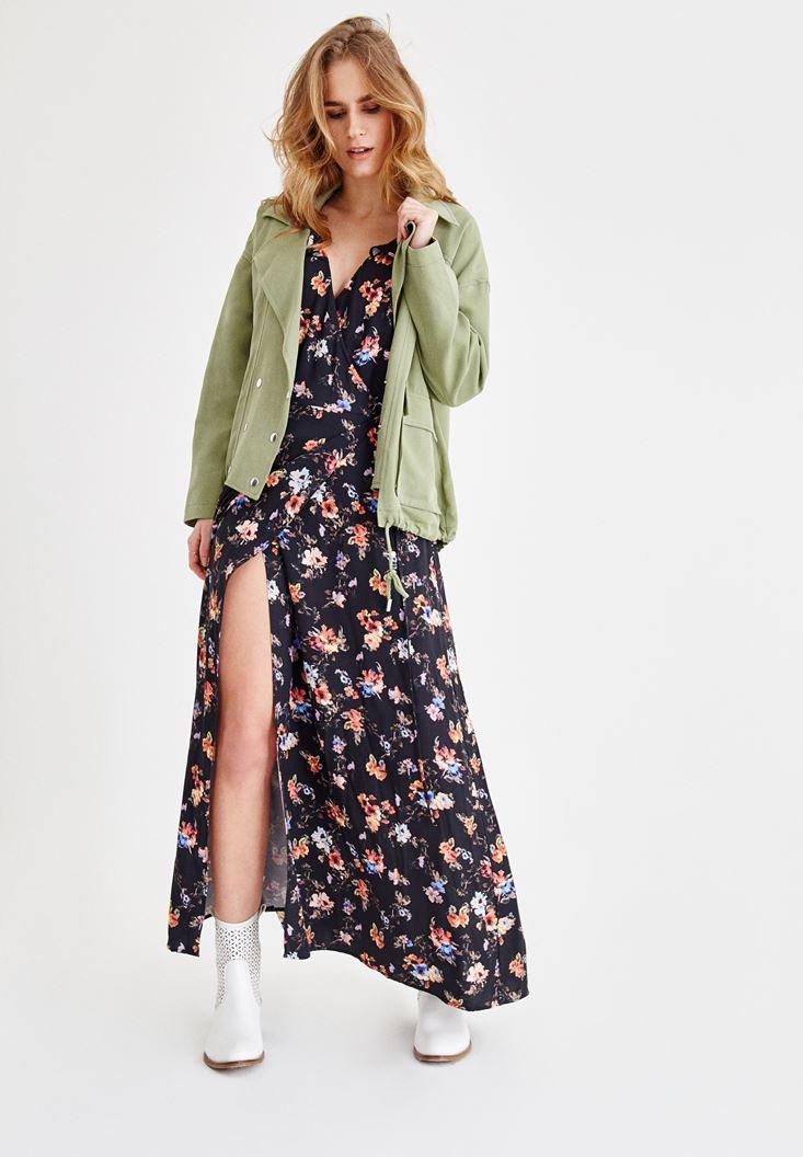 Yeşil Oversize Ceket ve Yırtmaç Detaylı Elbise Kombini