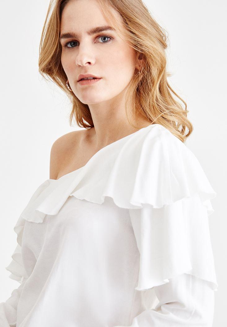 Bayan Krem Düşük Omuzlu Fırfır Detaylı Bluz