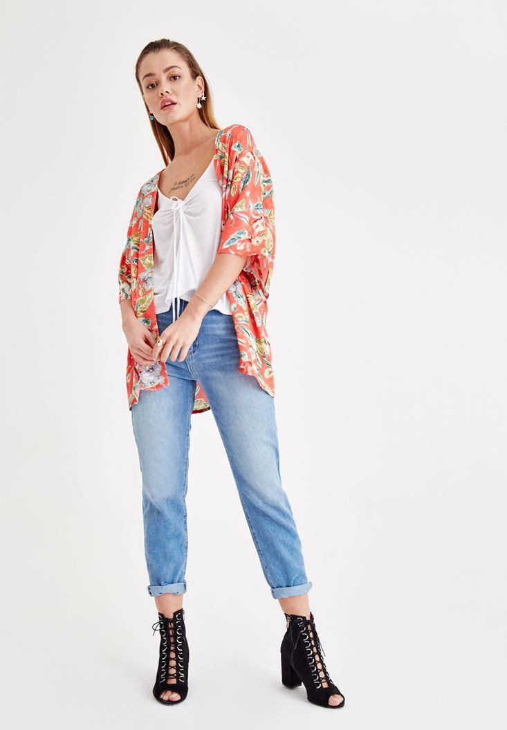 Büzgü Detaylı Beyaz Bluz ve Jean Kombini
