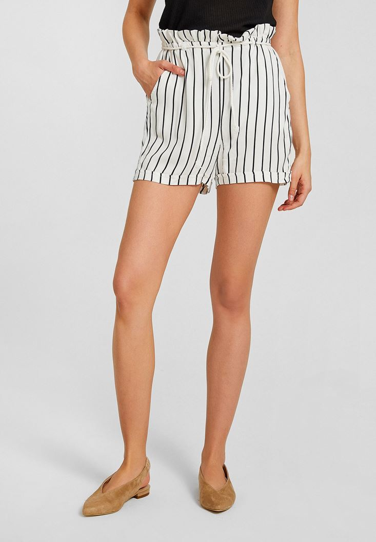 Mixed Short with Stripe Details