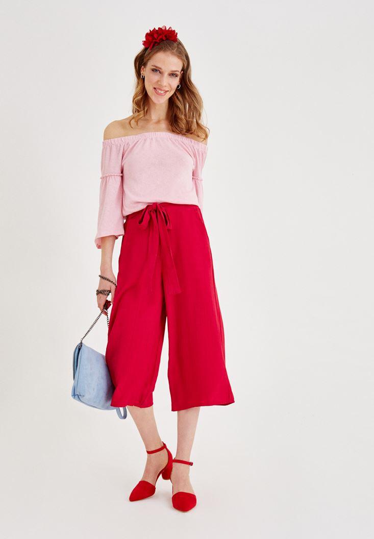 Culotte Pantolon ve Düşük Omuzlu Bluz Kombini