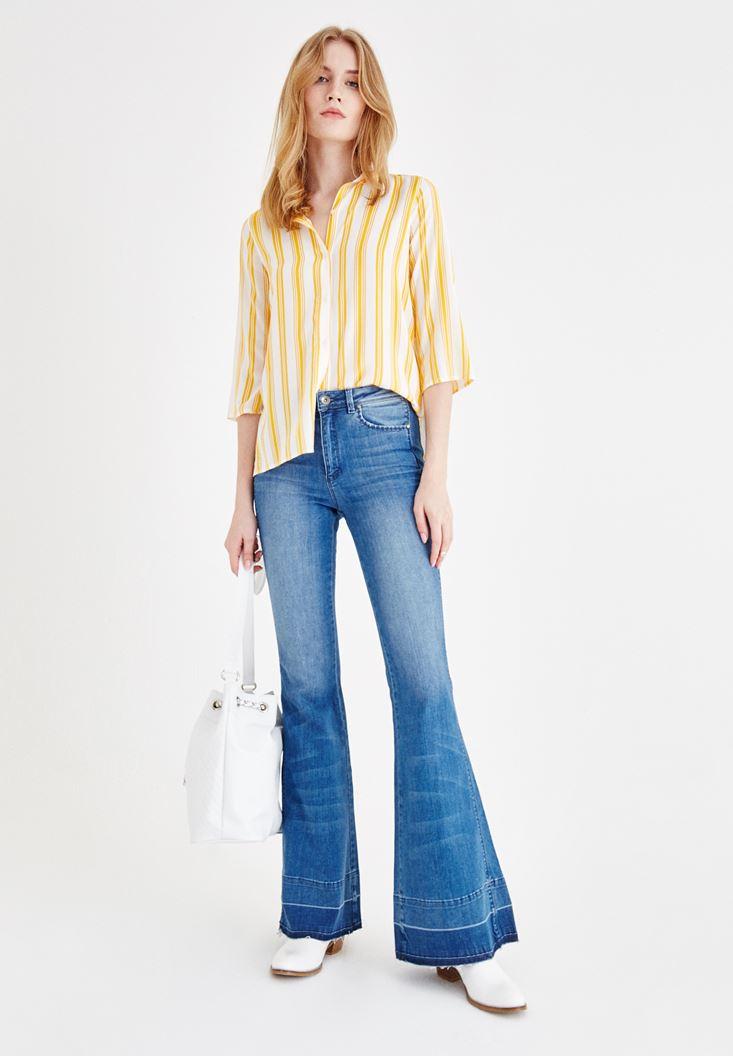 Desenli Yarım Kollu Gömlek ve İspanyol Paça Pantolon Kombini