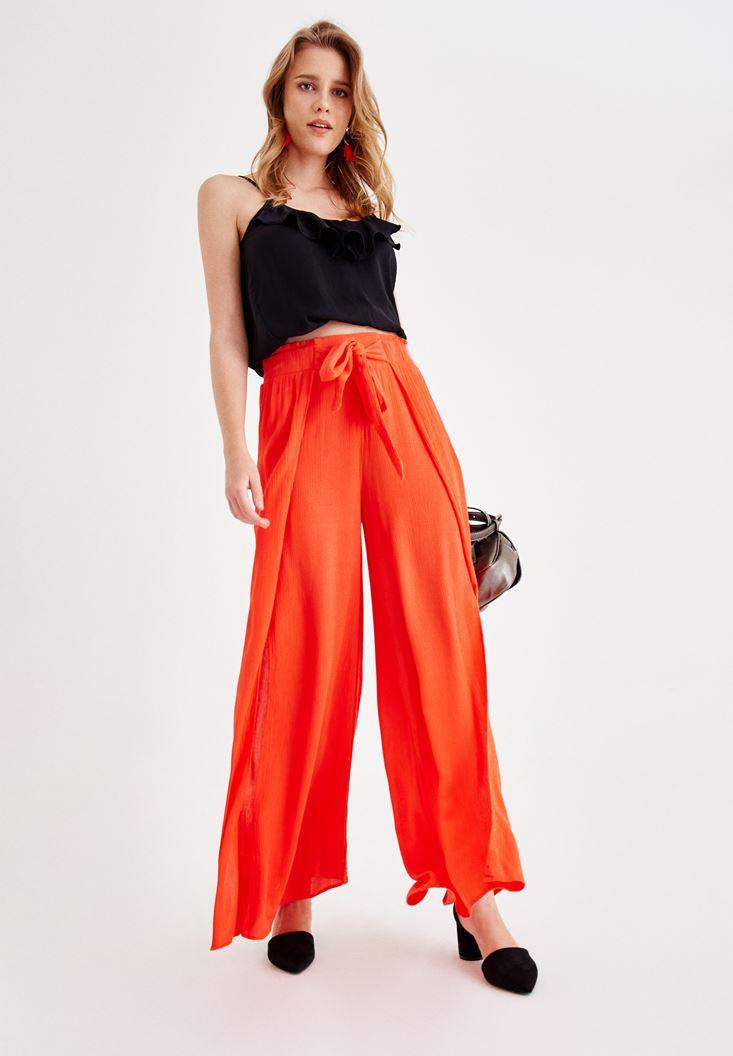 Turuncu Bol Pantolon ve Siyah Bluz Kombini