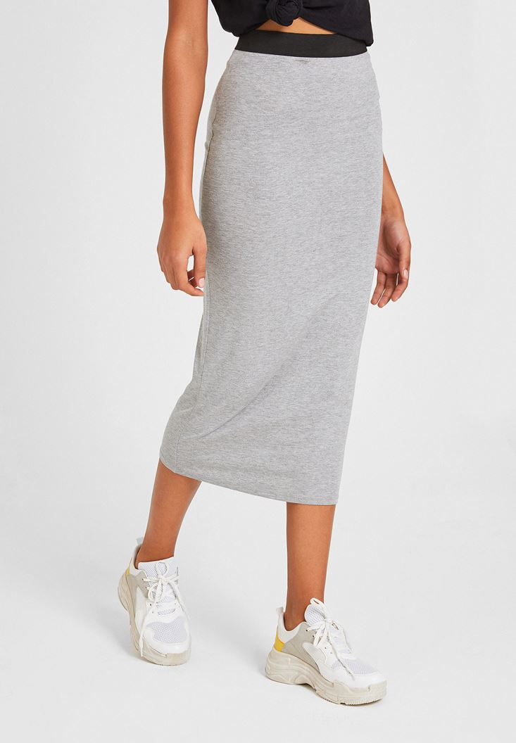 Grey Knee-Bottom Narrow Skirt with Detail