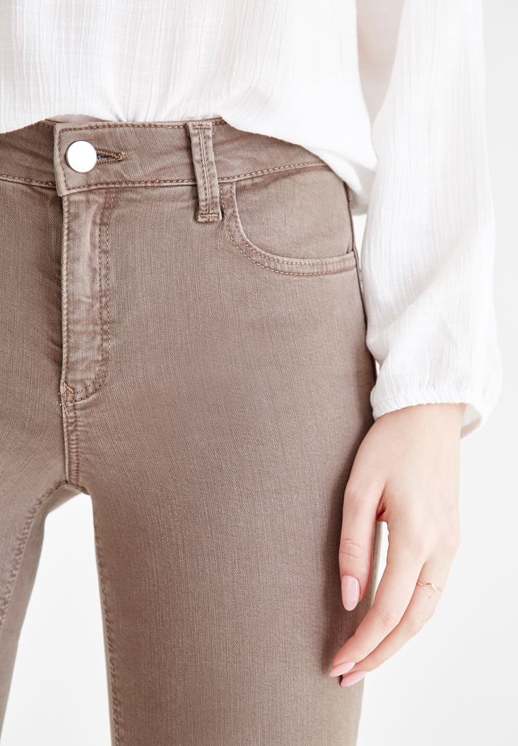 Women Grey Skinny Pants with Mid Rise Details