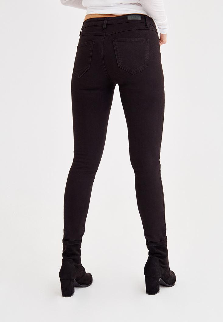 Women Black Skinny Pants with Mid Rise Details