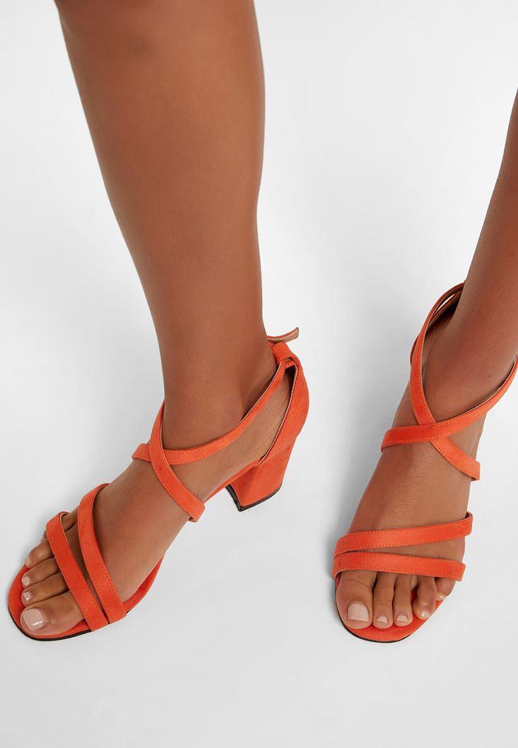Turuncu Bant Detaylı Topuklu Ayakkabı