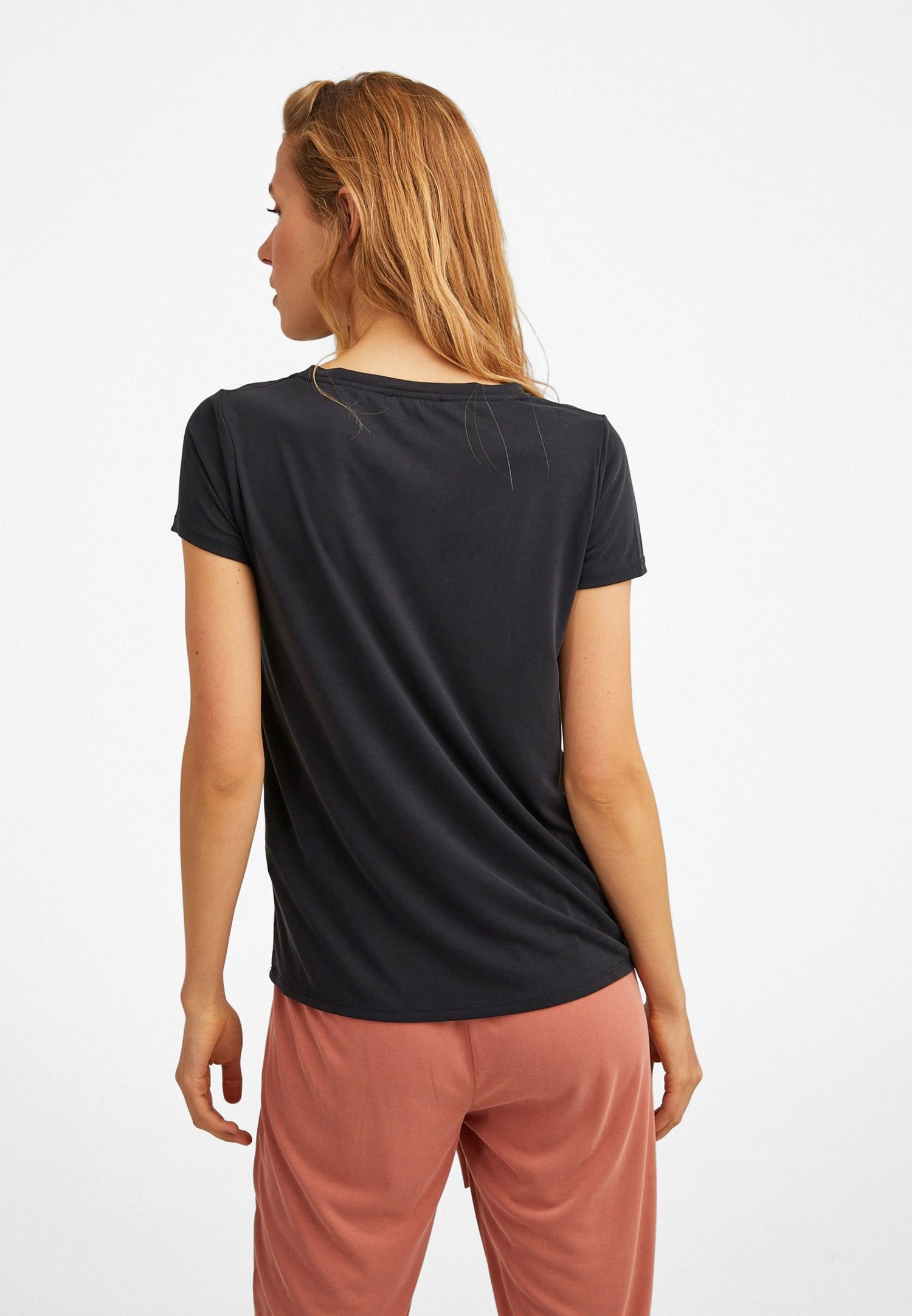 Bayan Siyah Yumuşak Tuşeli V Yaka Tişört