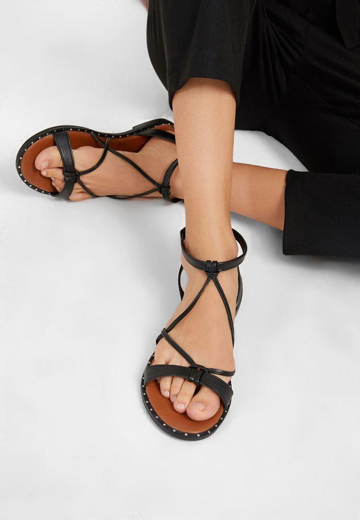 Siyah Bant Detaylı Sandalet