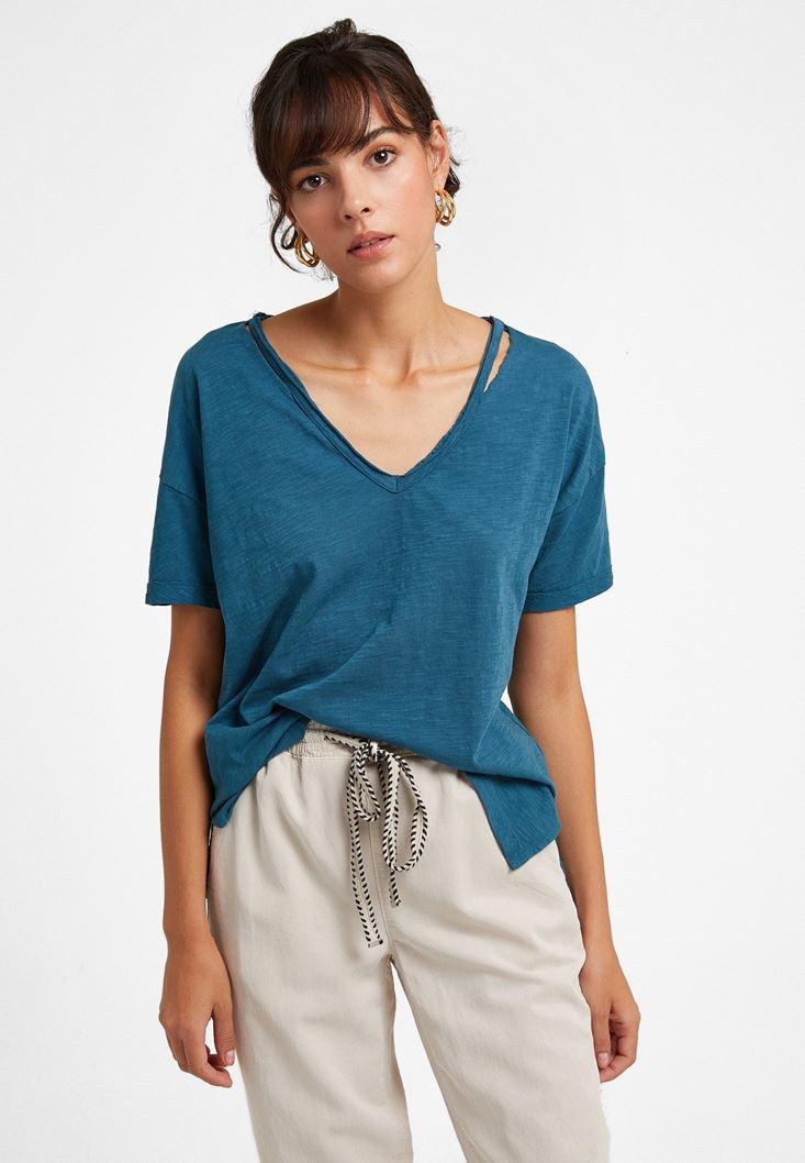 Mavi V Yaka Kesik Detaylı Tişört