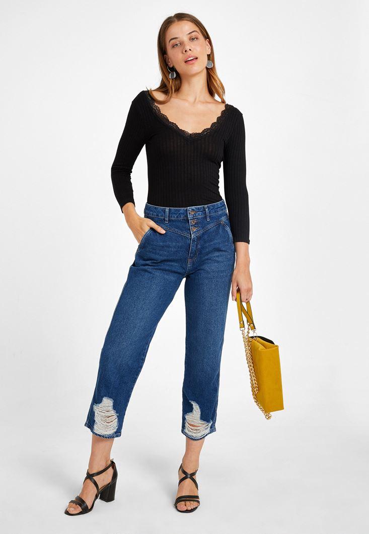 Dantel Detaylı Uzun Kollu Tişört ve Mom Jean Kombini