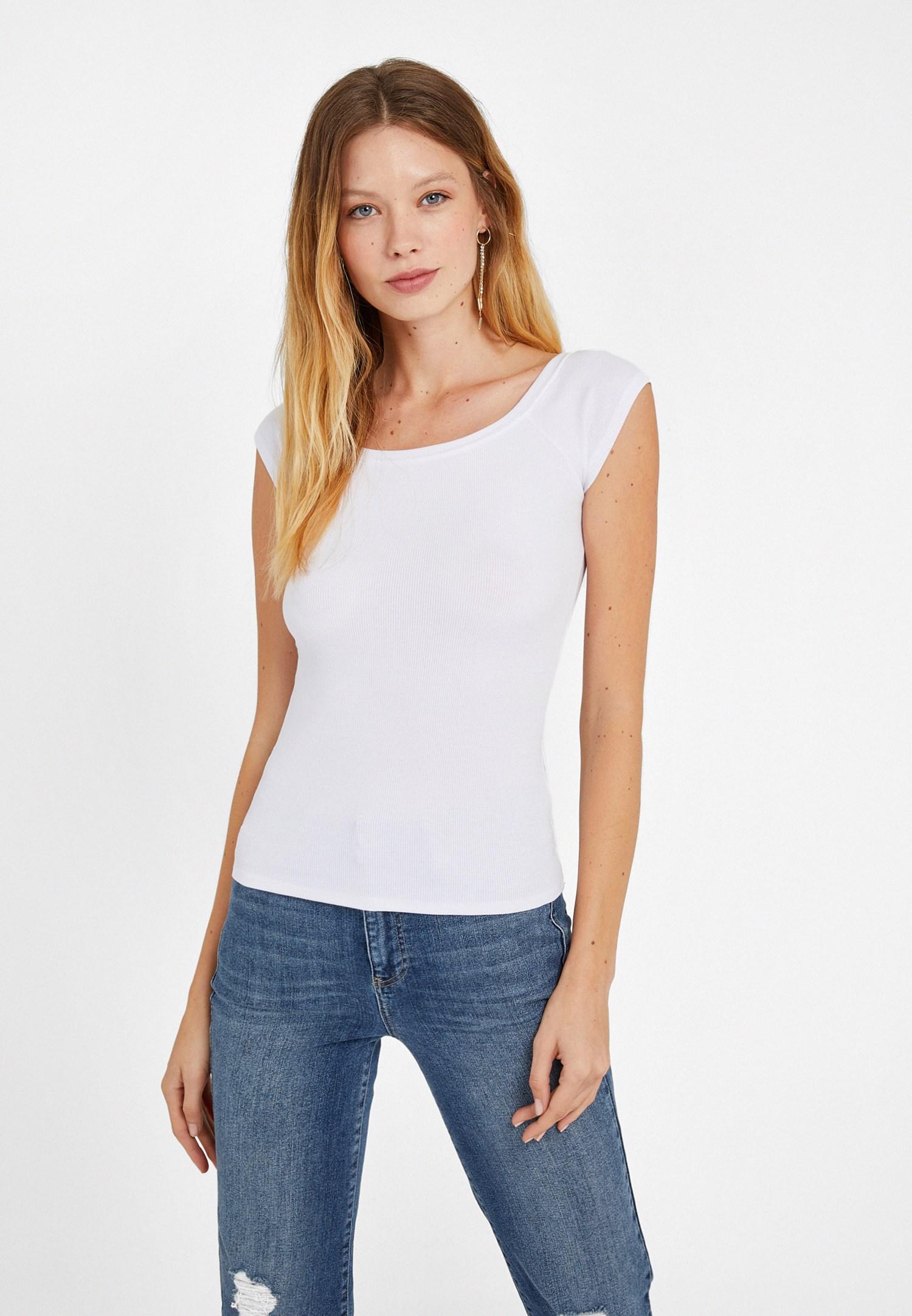 Bayan Beyaz Kayık Yaka Kısa Kollu Tişört