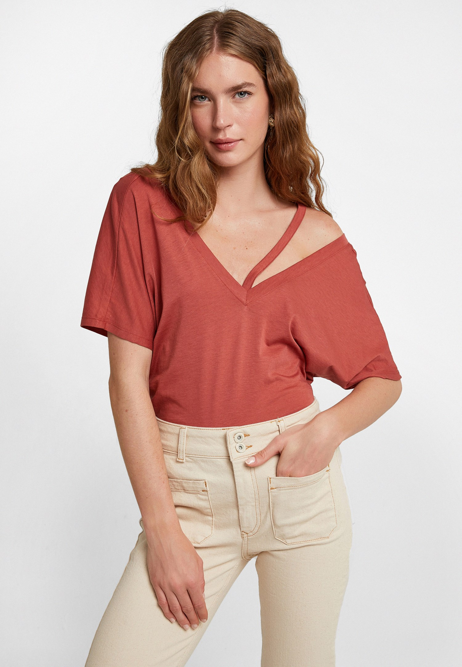 Bayan Kahverengi Kesik Detaylı Tişört