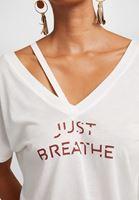 Bayan Krem V Yaka Baskılı Tişört
