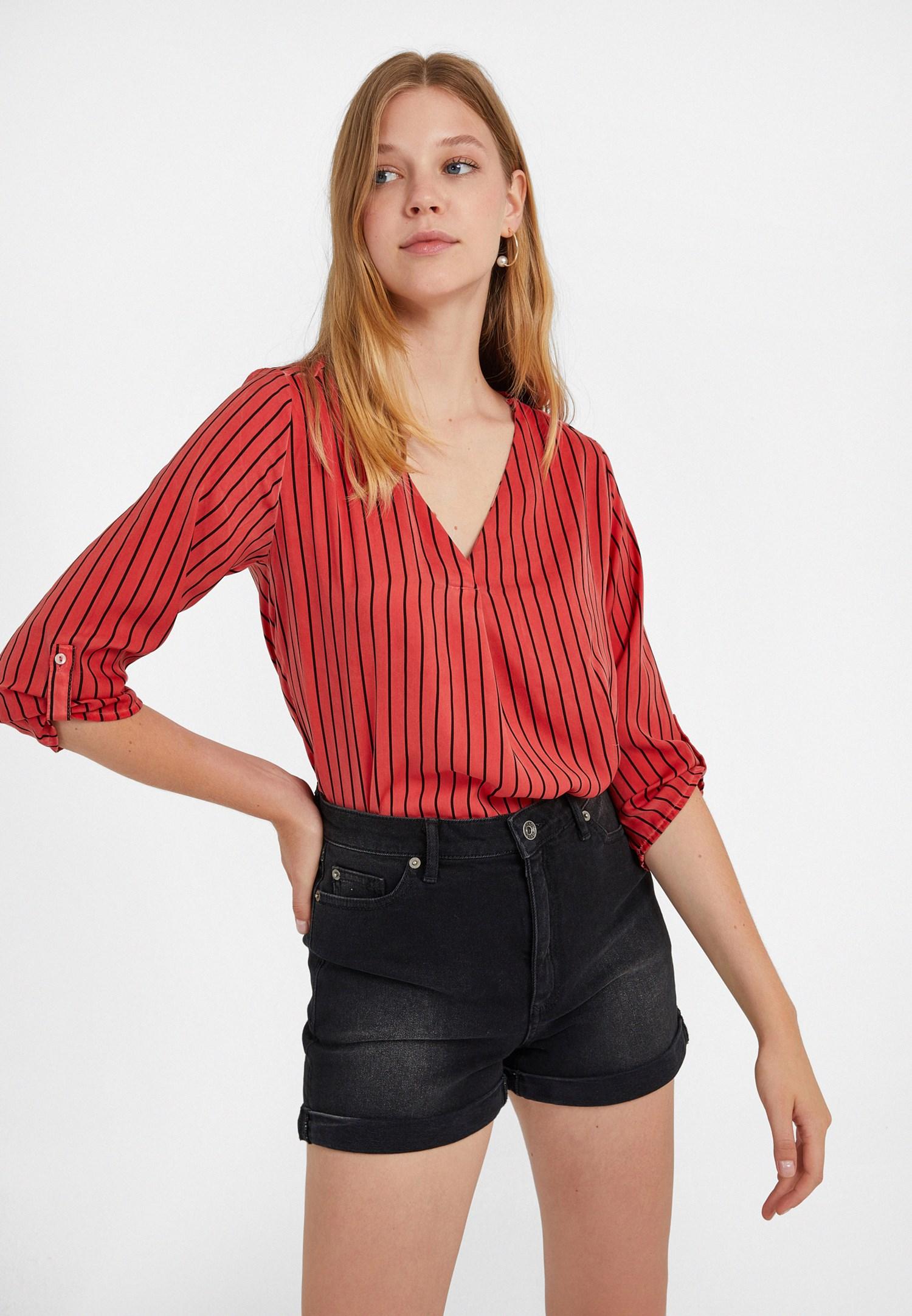 Bayan Kırmızı V Yaka Desenli Bluz