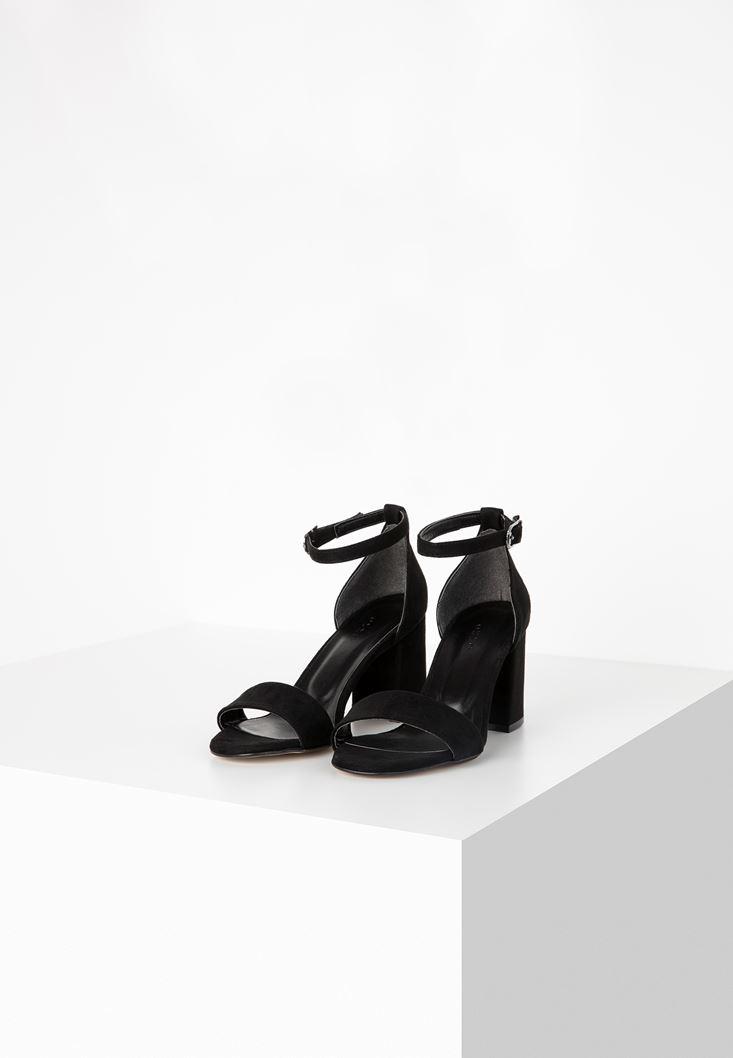 Siyah Tek Bantlı Topuklu Ayakkabı