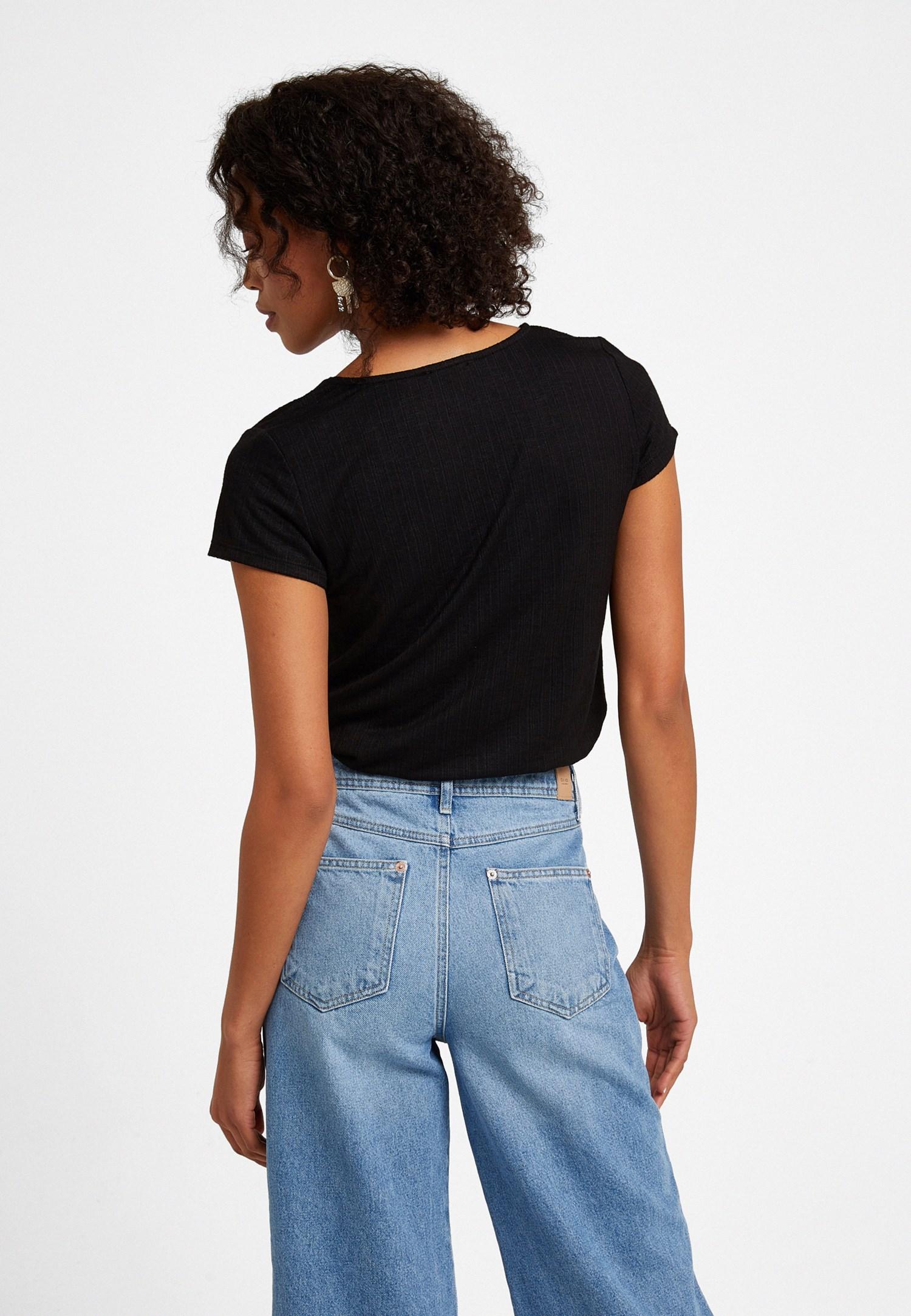Bayan Siyah Bağlama Detaylı V Yaka Tişört