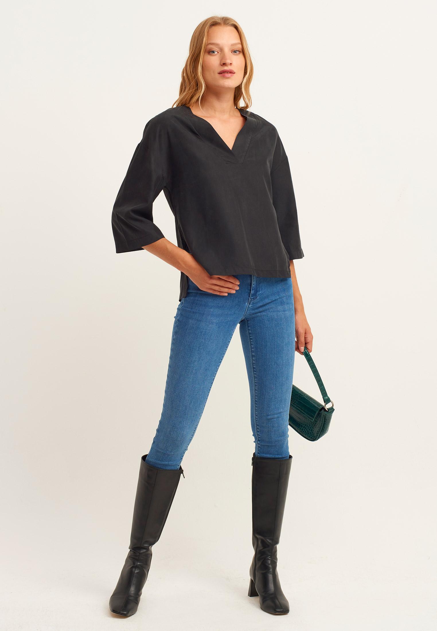 Bayan Siyah V Yaka Uzun Kollu Gömlek