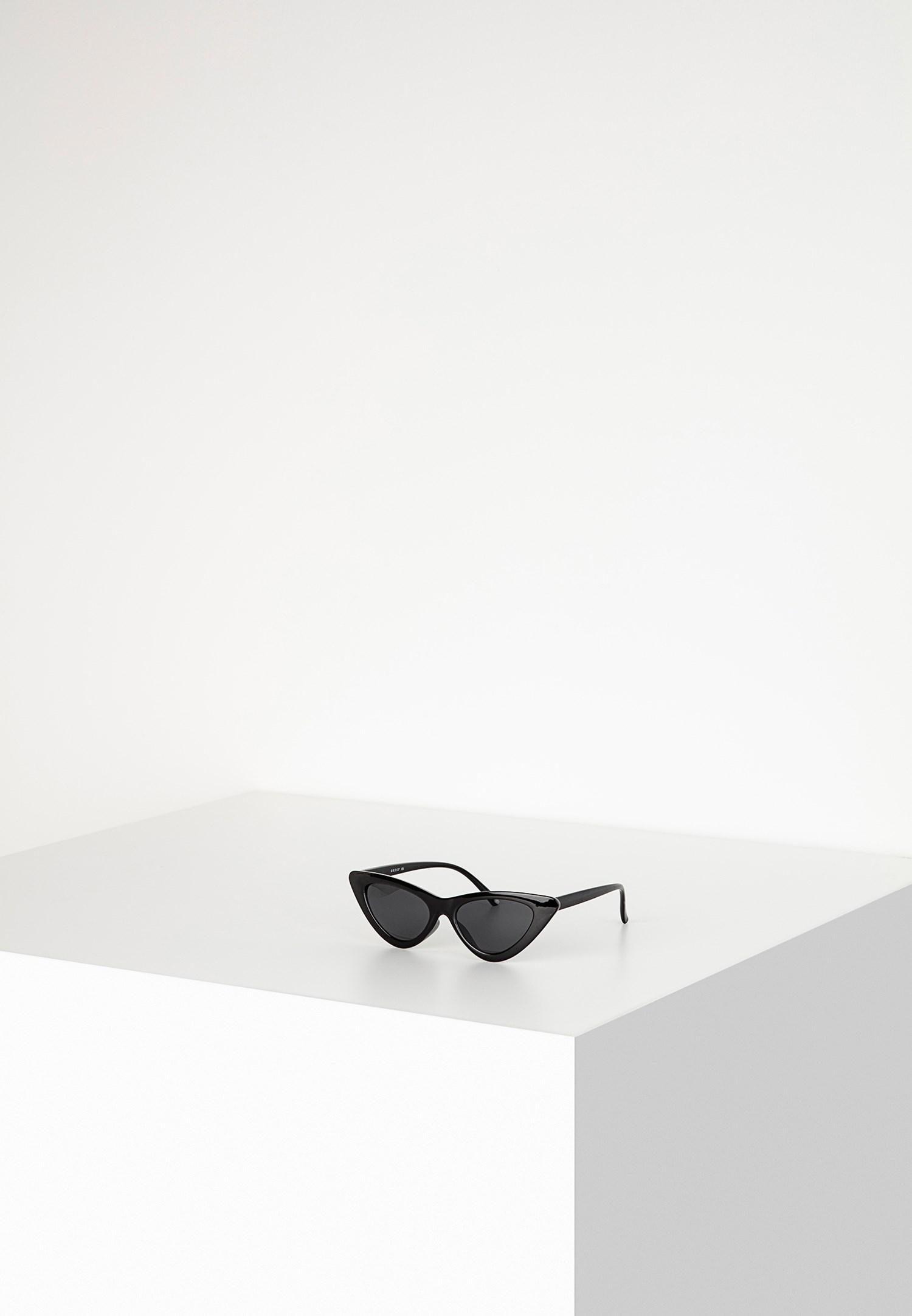 Bayan Siyah Cat-Eye Güneş Gözlüğü