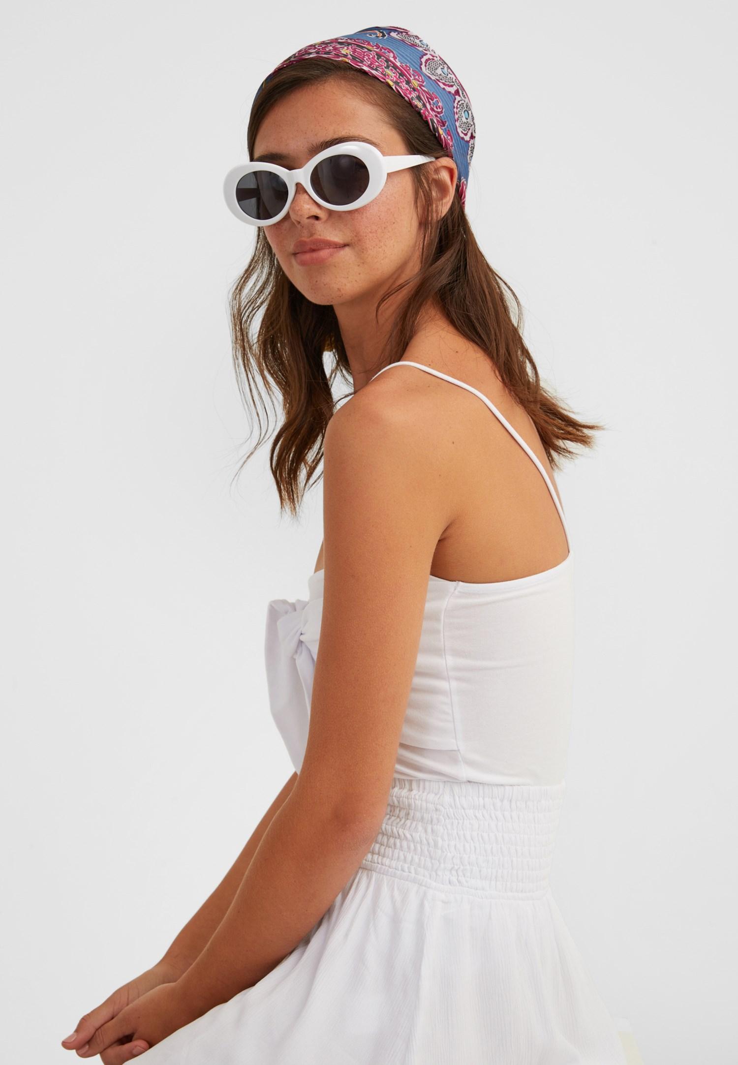 Bayan Beyaz Kalın Çerçeveli Gözlük