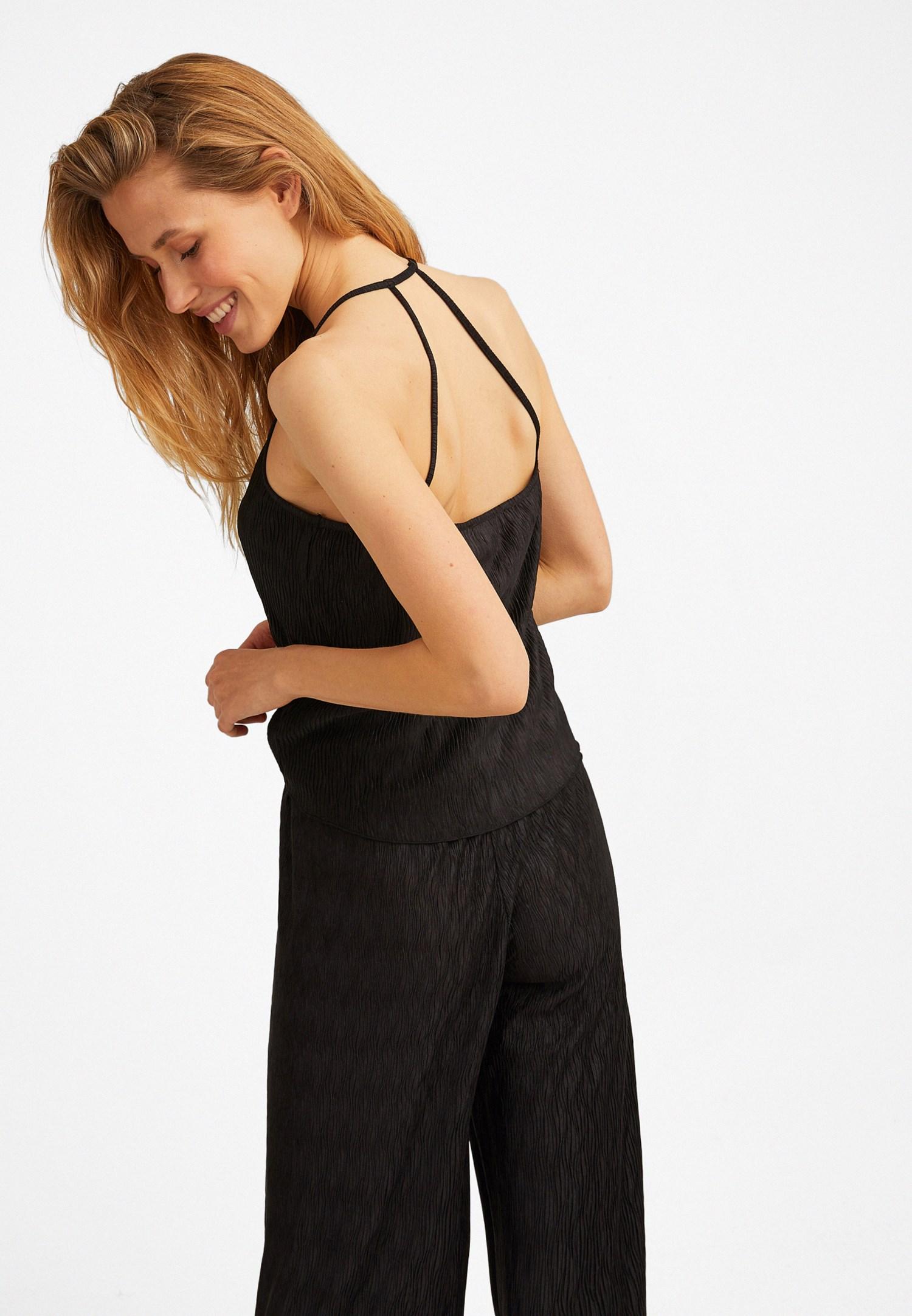 Bayan Siyah İnce Askılı Sırt Detaylı Bluz