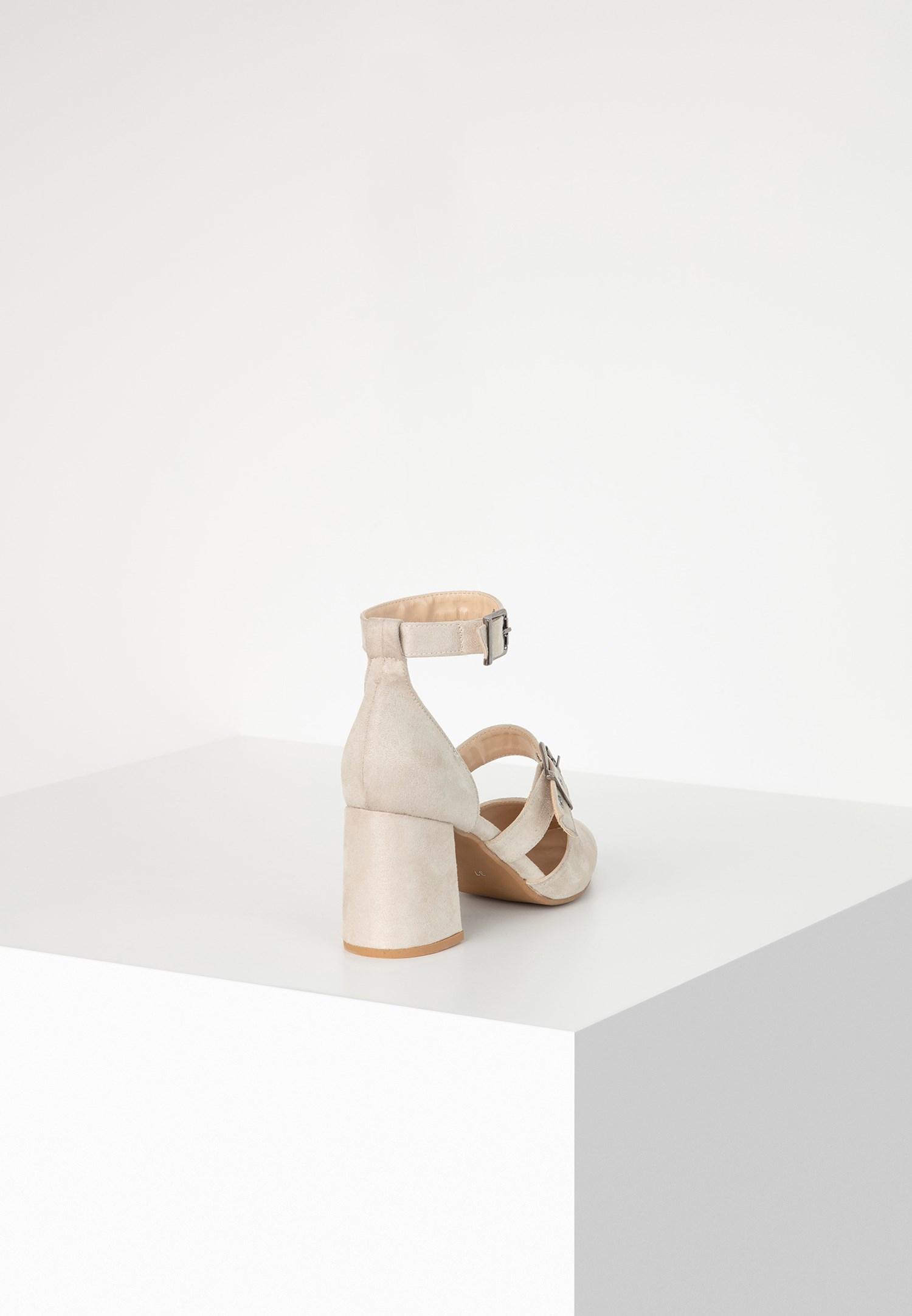 Bayan Krem Toka Detaylı Topuklu Ayakkabı