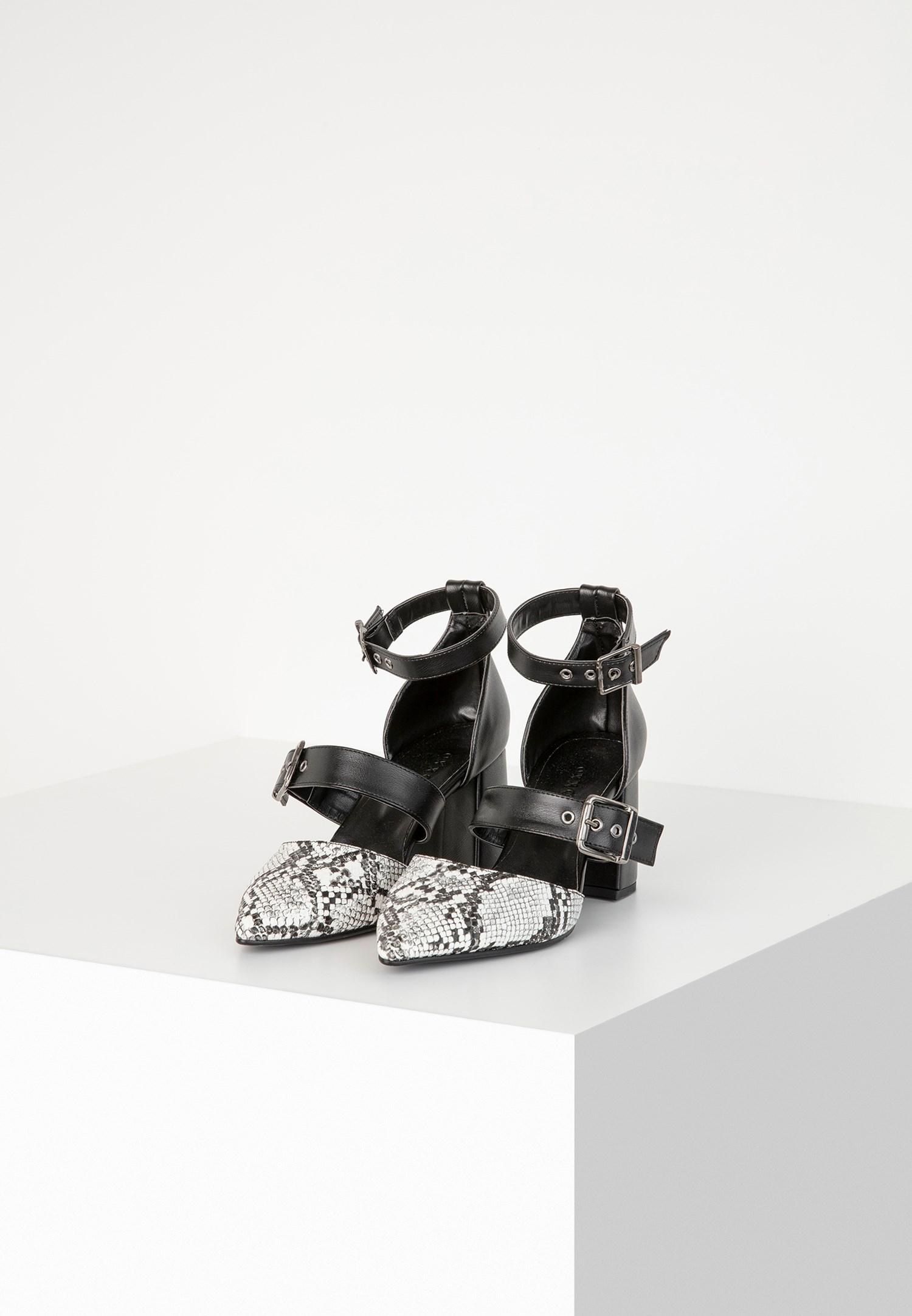 Bayan Çok Renkli Toka Detaylı Topuklu Ayakkabı