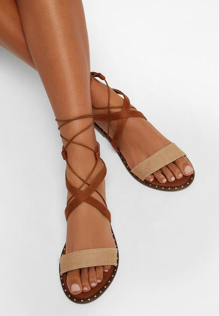 Kahverengi Bağlama Detaylı Düz Sandalet