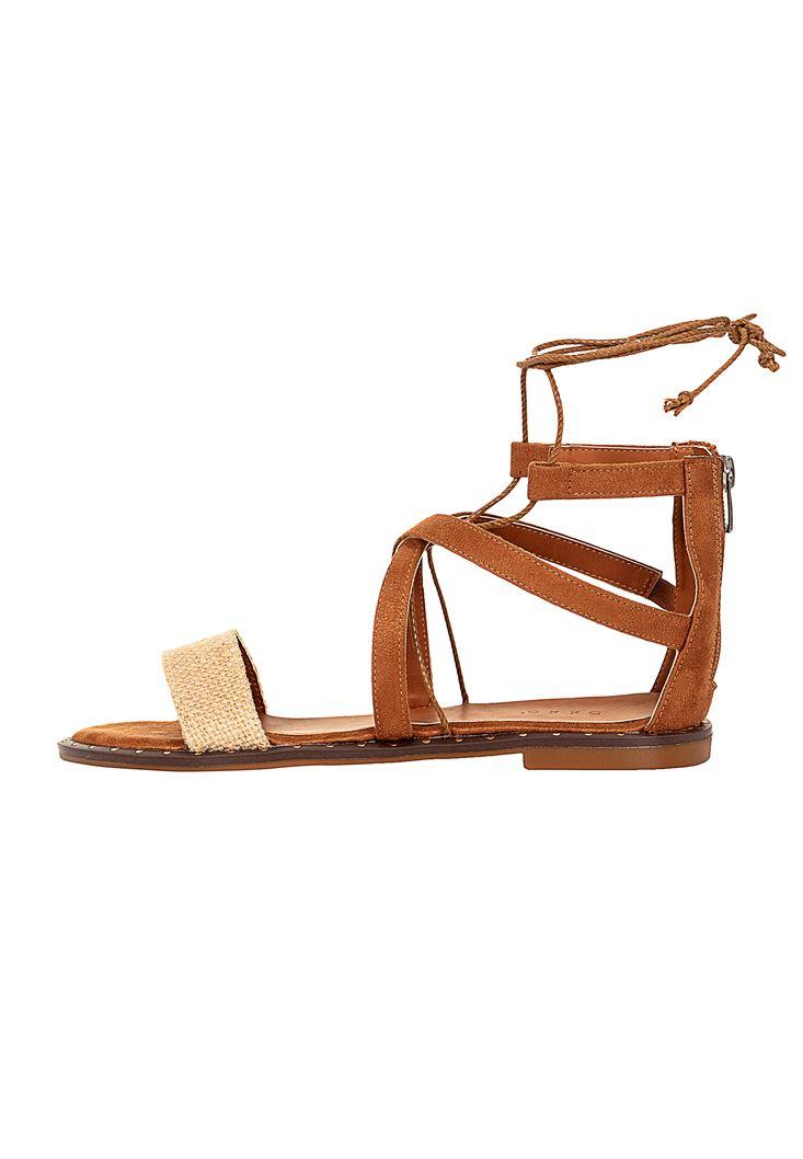 Bağlama Detaylı Düz Sandalet