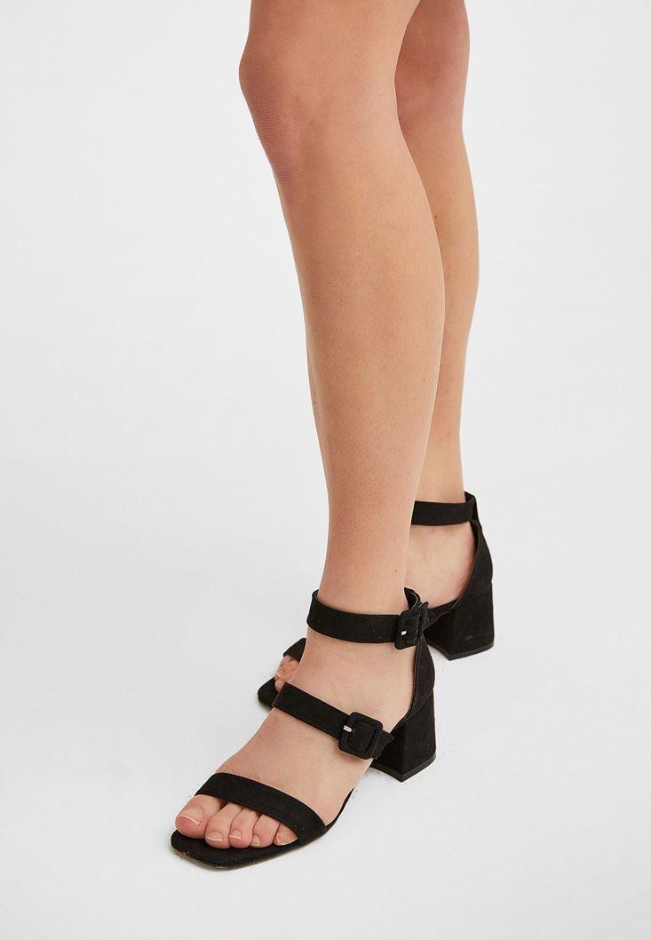 Siyah Üç Bantlı Topuklu Ayakkabı