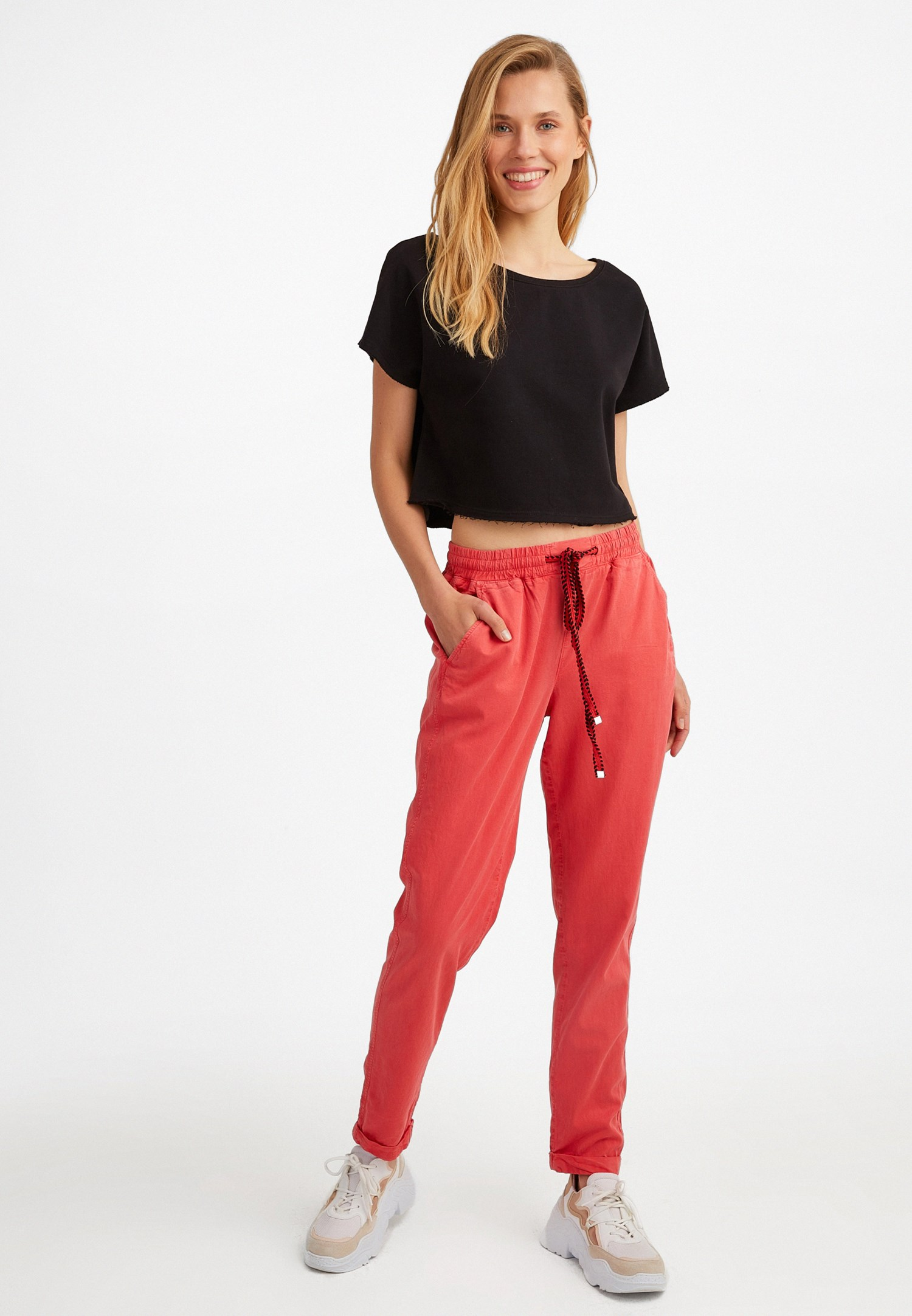 Bayan Siyah Kayık Yaka Kısa Sweatshirt