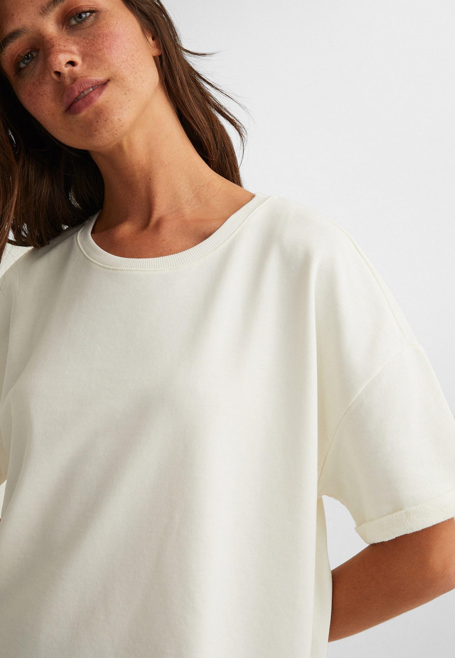 Bayan Krem Sıfır Yaka Oversize Tişört